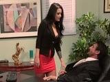 Katrina Jade se pone muy cariñosa con el jefe en el despacho - Morenas