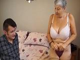 Ven aquí nieto, disfruta de las buenas tetas de tu querida abuela.. - Incestos