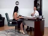 La directora viene a su despacho para echarle una buena bronca - Morenas