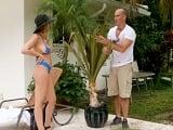 El jardinero estaba espiando a la señora y ha sido descubierto! - XXX