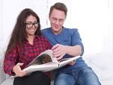 La friki pasa de estudiar, esta prefiere que su novio la folle - Sexo Gratis