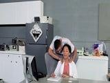 La doctora negra es seducida por este paciente y terminan follando - Negras