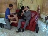 Lo que disfruta la secretaria cuando hace un trío con los jefes - Trios