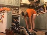 La señora de la casa termina follando duro con el fontanero - Amas De Casa