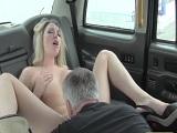 Esta chica tetona lo que quería era follar duro con el taxista.. - Youporn