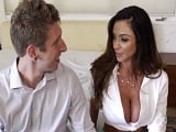 Se nota que la señora Ariella Ferrera se quiere follar a este joven?