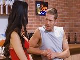 Se hace el tipo duro, es así como le gustan a esta morena tan guarra - Morenas