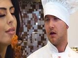 Audrey Royal no deja de zorrear delante del cocinero.. - Casadas