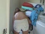 Mi vecina con sus shorts me la pone muy dura haciendo la colada - Interracial