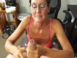 Menudo pajote con mamada que hace esta madura cincuentona - Pajas