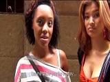 Enculando a la negra española Noemilk y a su amiga oriental - Negras