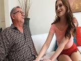 Quiero mucho a mi abuelo, por eso dejo que me folle el culo.. - Incestos