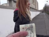 Un desconocido le ofrece dinero por irse un rato con el a su hotel - Casadas