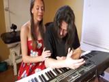 El profesor de canto parece estresado: creo que me lo voy a follar - Sexo Gratis