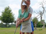 Le reboza el culo al profesor de golf por el paquete para provocarle - Sexo Gratis