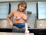 Así recibe pollazos Nicole Moore, una madura de grandes tetas - Masturbaciones