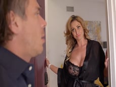 La vecina me abre la puerta en lenceria: qué tetazas tiene! - XXX