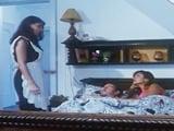 Invitan a la criada a quedarse para follar juntos los tres ...