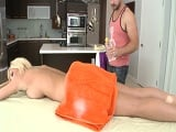 Estaba claro que el masaje con Tasha Reign iba a terminar así.. - Porno Gratis