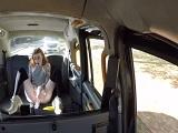 Será guarra la tía, que se desnuda en el taxi para follar.. - Youporn