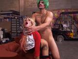 Su novio se disfraza de Joker por Halloween y la encula salvajemente - XXX