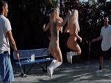 Nos encanta saltar a la comba, después siempre nos los follamos - Videos Porno