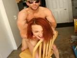 Una buena follada encima de la silla para Jessica Robbin - Pelirrojas