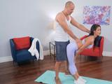 Creo que mi entrenador se junta mucho, creo que mi culo le pone … - Videos Porno