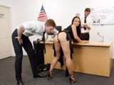 Dos agentes de policía me cachean, miran incluso dentro de mi ano … - Porno Gratis