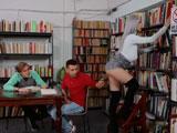Le hace una foto íntima a la chica de la biblioteca… Y lo pillán - Zorras