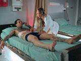 La enfermera Cali Carter tiene un tratamiento especial para esa polla - Anal
