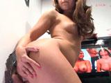 Remy LaCroix se mete en un glory hole a mamar y follar pollas desconocidas - Actrices Porno