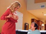 La madre de su colega le enseña las tetas; Joder que pechotes! - Tetonas