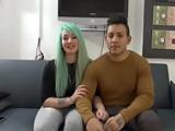 Camarera de 19 añitos graba porno con su marido, vicio es poco - Españolas