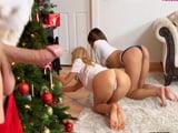 Aún recuerdo lo que Papá Noel nos hizo la navidad pasada a mamá y a mi - Sexo Gratis