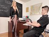La profesora salida seduce y se folla a los alumnos mas vagos - XXX