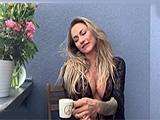 Lleva fatal la cuarentena: se masturba en la terraza de su casa !! - Zorras