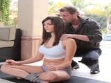 Holly Michaels pasa de una clase de yoga a follar como una cerda - Amateur