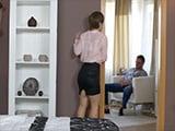 Ama de casa sexy sorprende a su marido haciéndose una paja - Amas De Casa