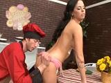 La morena tiene sexo con este pastelero tan guarro, uuf! - Videos Porno