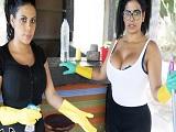 Dos empleadas bien cachondas disfrutan de una buena polla! - Porno Gratis