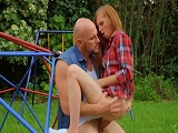Ava Parker follada por J-Mac en un parque infantil, de locos! - Pelirrojas
