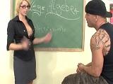 Con una profesora así es imposible prestar atención joder! - Videos Porno