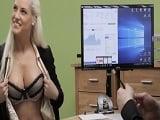 Lo que hacen algunas mujeres por conseguir el préstamo.. - Zorras