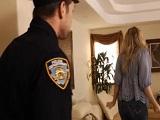 Cada vez que se folla al policía le quita todas las multas - Rubias