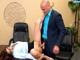 Tanto buscarlo, al final se lleva la follada de su jefe.. - Secretarias