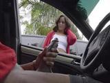 Iba sola andando por la calle cuando ese hombre metido en su coche … - Xvideos