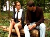 Colegiala es follada en los bosques de su ciudad por un desconocido - Morenas