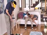 Mientras el marido practica.. Ella se la chupa al profesor de golf.. - Casadas