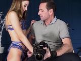 La modelo se pone a tontear con el fotógrafo.. Como acaba.. - Redtube